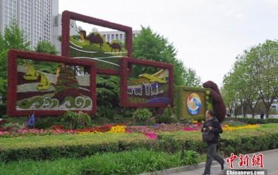 """北京""""丝路金桥""""主题景观点亮灯光"""