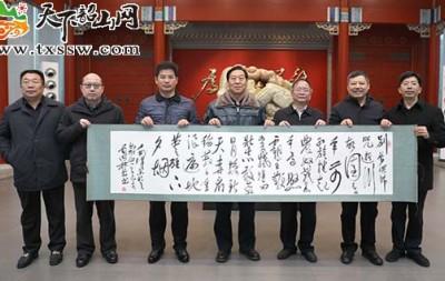 毛国林、刘业勇向韶山毛泽东同志纪念馆捐赠书法作品